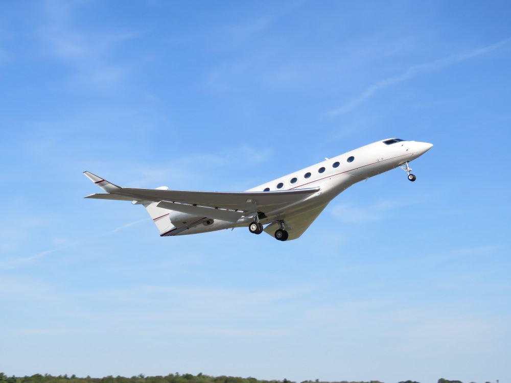 3 Things Every Pilot Needs to Know About… Taking Pictures of Airplanes! (4/6)