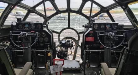 fifi-cockpit